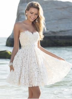 A-Line/Princess Strapless Sweetheart Short/Mini Lace Homecoming Dress With Beading