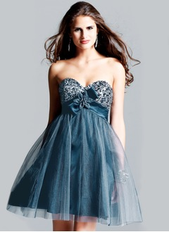 A-Line/Princess Strapless Sweetheart Short/Mini Satin Tulle Homecoming Dress With Beading Bow(s)