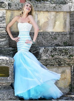 Trumpet/Mermaid Strapless Sweep Train Tulle Prom Dress With Lace