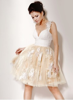 A-Line/Princess Sweetheart Knee-Length Satin Tulle Homecoming Dress With Ruffle Lace