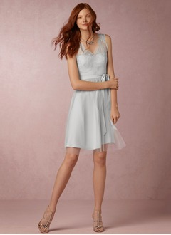 A-Line/Princess V-neck Knee-Length Tulle Bridesmaid Dress With Lace