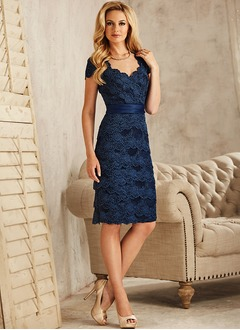 Sheath/Column Scalloped Neck Knee-Length Lace Mother of the Bride Dress With Appliques Lace
