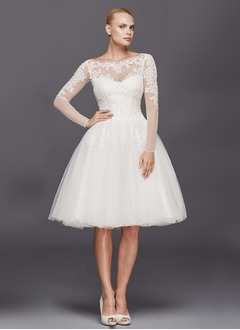 A-Line/Princess Scoop Neck Knee-Length Tulle Wedding Dress With Ruffle Appliques Lace