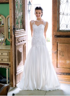 Sheath/Column Scoop Neck Court Train Charmeuse Wedding Dress With Ruffle Appliques Lace