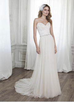 A-Line/Princess Strapless Sweetheart Court Train Tulle Wedding Dress With Ruffle Beading Appliques Lace