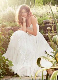 A-Line/Princess Strapless Sweetheart Court Train Lace Wedding Dress