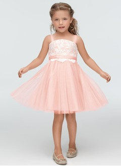 A-Line/Princess Scoop Neck Knee-Length Tulle Flower Girl Dress With Lace