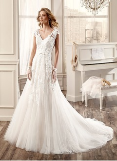 A-Line/Princess V-neck Court Train Tulle Lace Wedding Dress