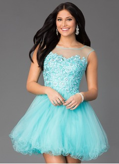 A-Line/Princess Scoop Neck Short/Mini Tulle Homecoming Dress With Beading Appliques Lace