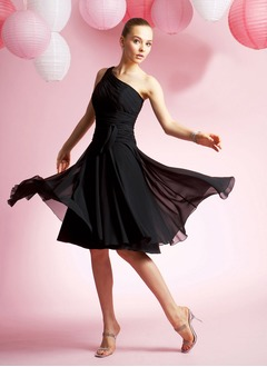 A-Line/Princess One-Shoulder Knee-Length Chiffon Prom Dress With Ruffle