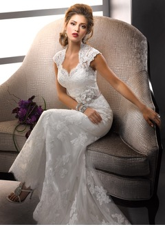 Trumpet/Mermaid Sweetheart Sweep Train Lace Wedding Dress With Appliques Lace