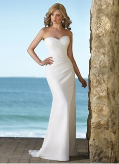 Trumpet/Mermaid Strapless Sweetheart Court Train Chiffon Wedding Dress With Ruffle Beading