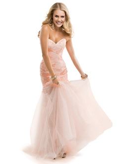 Trumpet/Mermaid Strapless Sweetheart Sweep Train Tulle Prom Dress With Ruffle Appliques Lace