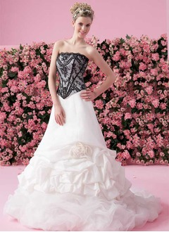 A-Line/Princess Strapless Chapel Train Taffeta Tulle Wedding Dress With Lace Beading