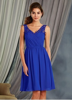 A-Line/Princess V-neck Knee-Length Chiffon Bridesmaid Dress With Appliques Lace