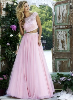A-Line/Princess Scoop Neck Floor-Length Tulle Prom Dress With Beading Appliques Lace