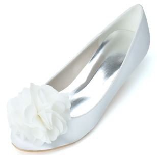 Women's Satin Kitten Heel Closed Toe Pumps With Satin Flower